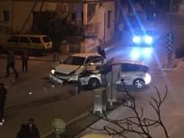 ŞELALE - Otomobiller Çarpıştı Açıklaması 2 Yaralı