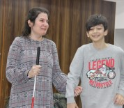 GÖRME ENGELLİ - (Özel) Görme Engelli Özbek Öğrencilerin Dünyasını Değiştirdi