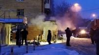 SUDAN - Rusya'da Otelin Yanından Geçen Sıcak Su Borusu Patladı Açıklaması 5 Ölü