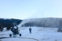 MUSTAFA MASATLı - Uğurludağ'a Kar Yağmayınca 'Suni Kar' Yağdırdılar