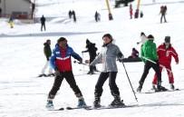 Uludağ'da Acemi Kayakçılara 2 Saatte Eğitim