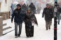 SU SIKINTISI - Yozgat'ta Kar Yağışı Etkili Oldu