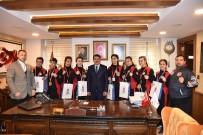 FARUK ÇELİK - Başkan Çelik Şampiyon Sporcuları Ağırladı