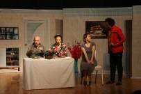 'Bizim Evde 2 Devre' Oyunu Kartallı İzleyicileri Kahkahaya  Boğdu