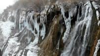 ŞELALE - Buz Tutan Şelale Kartpostallık Görüntü Oluşturdu