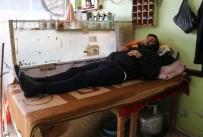 TARIM İŞÇİSİ - Eşiyle Ayrıldı, Çocukları Yurda Verildi, Şimdi Kahvehanede Yaşıyor