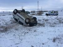 Hafif Ticari Araç Şarampole Yuvarlandı Açıklaması 3 Yaralalı