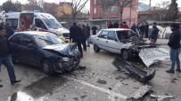 Isparta'da Otomobiller Kafa Kafaya Çarpıştı Açıklaması 5 Yaralı