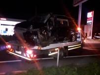 İzmir'de Tır İle Minibüs Çarpıştı Açıklaması 1 Ölü