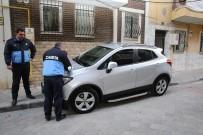 PARA CEZASI - Otomobilli Kaldırım İşgaline Önce Uyarı, Sonra Ceza