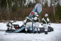 TATBIKAT - Rus Askerleri Tatbikatta Uçak Ve Tank Kamuflajları Kullandı