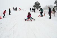BELEDİYE BAŞKAN YARDIMCISI - Sevgi Evlerinde Kalan Çocuklar Keltepe Kayak Merkezi'nde Doyasıya Eğlendi