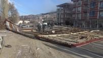 ŞİDDETLİ RÜZGAR - Şiddetli Rüzgar 4 Katlı Binanın Çatısını Uçurdu