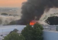HAVA TRAFİĞİ - Sydney Havaalanı Yakınındaki Depoda Korkutan Yangın