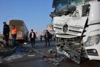 Tanker İle Yolcu Otobüsü Çarpıştı, Şans Eseri Yaralanan Olmadı