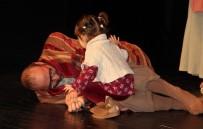 Tiyatro Sahnesinin En Küçük Oyuncusu Kuliste Büyüyor
