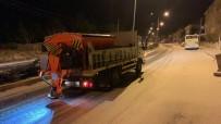 Ürgüp'te Belediye Ekipleri Kar Ve Buzlanmaya Karşı Çalıştı