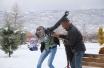 YABANCI ÖĞRENCİ - Afrikalı Öğrencilerin Kar Sevinci