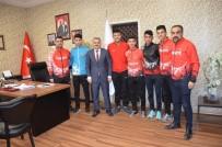 Başarılı Atletlerden Gençlik Spor İl Müdürü Kayhan'a Ziyaret