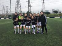 Beşiktaş Yıldız Kız Futbol Takımı'ndan Örnek Davranış