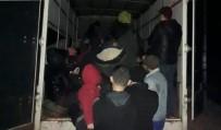 GÜLPıNAR - Çanakkale'de Durdurulan Kamyonetten 65 Mülteci Çıktı