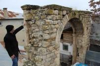 Elazığ'ın Kovancılar İlçesi Yazıbaşı Köyünde 115 Yıl Önce Yapılan  Alibeyköy Konağı Yok Olmak Üzere