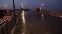 YAĞIŞLI HAVA - İstanbul Sabaha Karşı Buz Tuttu
