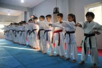ŞAMPIYON - 30 Karateciden 27'Si Madalya Kazanarak Rakiplerine Fark Attı