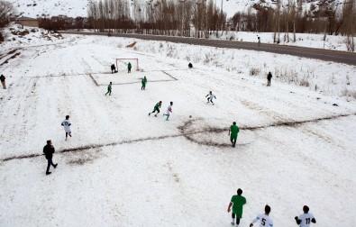 Şehidin Anısına Kar Üzerinde Futbol Turnuvası