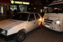 ALACAK VERECEK MESELESİ - Seyir Halindeki Dolmuş Şoförünün Kafasına Tabanca Kabzasıyla Vurdu