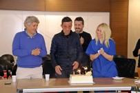 Uğur Acar, Yüz Naklinin 8'İnci Yılını Pasta Keserek Kutladı
