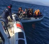 SAHİL GÜVENLİK - Ayvalık'ta 18 Düzensiz Göçmen Sahil Güvenlik'ten Kaçamadı
