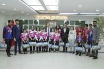 OKUL MÜDÜRÜ - Başkan Vekili Aslan, Şampiyon Sporcuları Kabul Etti