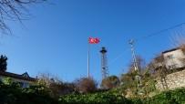 Dev Türk Bayrağı İzmit'te Dalgalanmaya Başladı