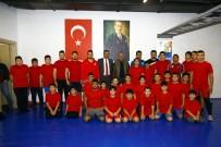 ŞAMPIYON - Genç Güreşçiler Madalyalarla Turnuvaya Damga Vurdu