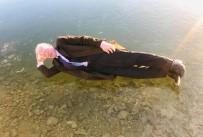 HAVA SICAKLIĞI - Gökçedere Gölü Dondu, Vatandaşlar Hatıra Fotoğrafı Çektirdi