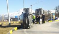 Isparta'da Virajı Alamayan Otomobil Yan Yattı Açıklaması 2 Yaralı