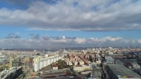 GÖKYÜZÜ - Kar Beklenen İstanbul'da Zaman Zaman Güneş Yüzünü Gösterdi