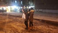 Kar Yağışını Gören Telefona Sarıldı