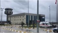 YILDIRIM DÜŞMESİ - Sinop Havaalanında Korkutan Patlama Sesi