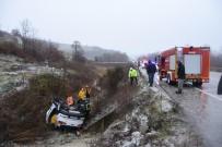 Sinop'ta Karda Kayan Otomobil Şarampole Yuvarlandı Açıklaması 2 Yaralı