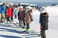 'Antrenörüm Okulda' Projesi İle Öğrenciler Ücretsiz Olarak Kayak Öğreniyor