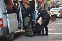 ŞÜPHELİ PAKET - Çantasını AK Parti'nin Önünde Unutunca Polis Alarma Geçti