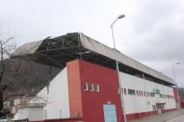 EMNİYET AMİRLİĞİ - Kastamonu'da Şiddetli Fırtına Stadyumun Çatısını Uçurdu