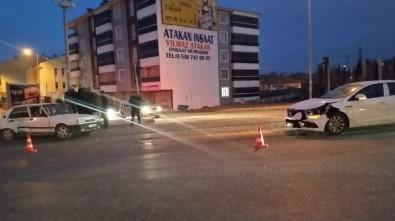 Kulu'da İki Otomobil Çarpıştı
