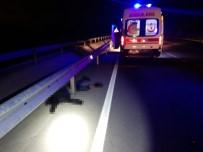 Lastiği Patlayan Motosiklet Park Halindeki Aracın Kapısına Çarptı Açıklaması 1 Ölü