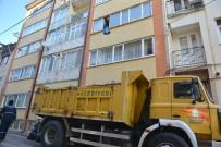 Yaşlı Kadının Evinden 13 Ton Çöp Çıktı