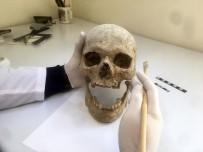 Bathonea Kazılarında Afrikalı Olduğu Düşünülen Bir İnsan İskeletine Ulaşıldı