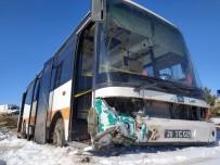 OTOBÜS ŞOFÖRÜ - Eskişehir'de Halk Otobüsü Yoldan Çıktı Açıklaması 6 Yaralı