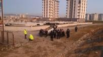 POLİS EKİPLERİ - Hafif Ticari Araç Takla Attı Açıklaması 4 Yaralı